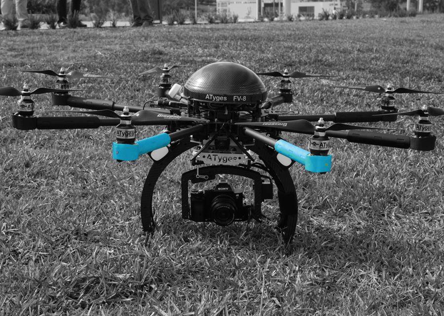 dron con camara Sony antes de despegar